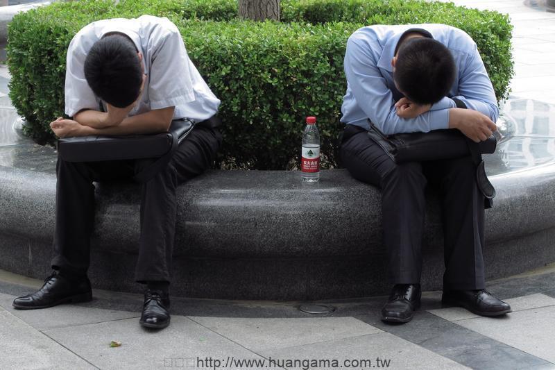 北京,中關村,上班族把握午休時間小憩。(東方IC)